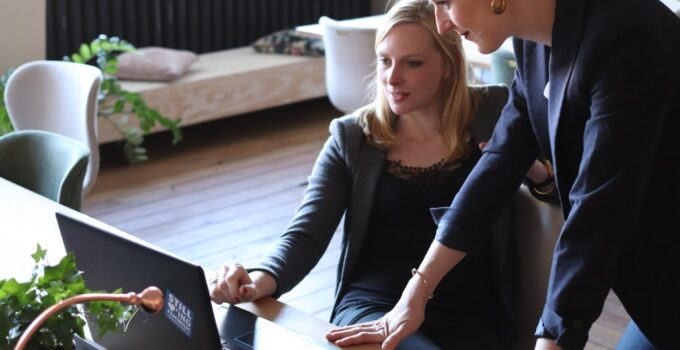 8 Benefits of Using Recruiting Software in Your Hiring Process