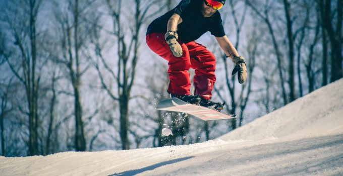 4 Reasons To Try Snowboarding if You Like Surfing