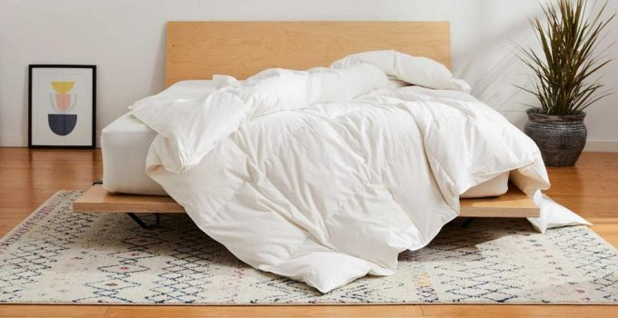 What is the Difference Between a Comforter and a Duvet?