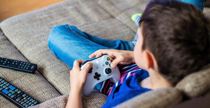 What Are the Helpful Tips for Healthy Gaming Every Day?
