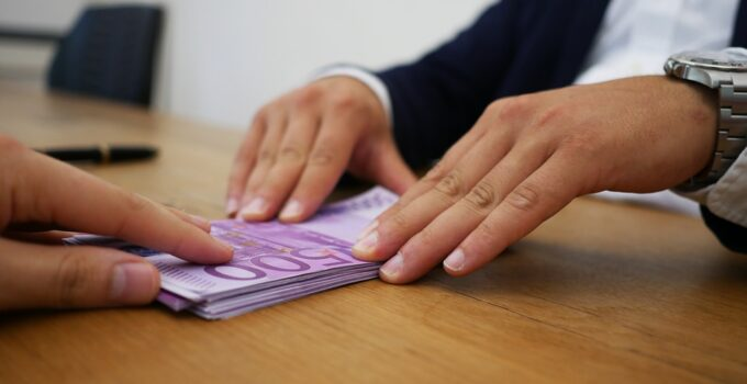 8 Pros and Cons of Bad Credit Loans With Guaranteed Approval