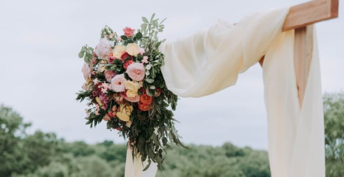 4 Heat-Resistant Flowers For Your Dream Outdoor Wedding