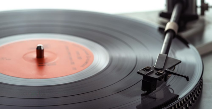 Why Vinyl Records Became Fashionable Again in 2021?