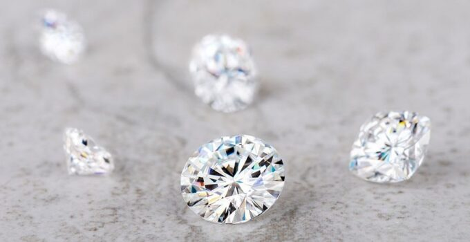 Knowing How Diamonds and Moissanite Compare