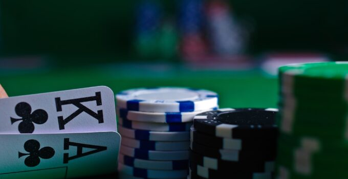 Should You Stick to Your Strategy or Improvise When Playing Online Poker?